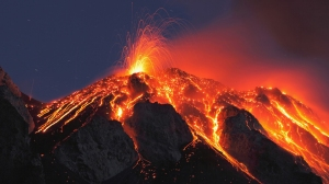 italy-sicily-stromboli-volcano-eruption